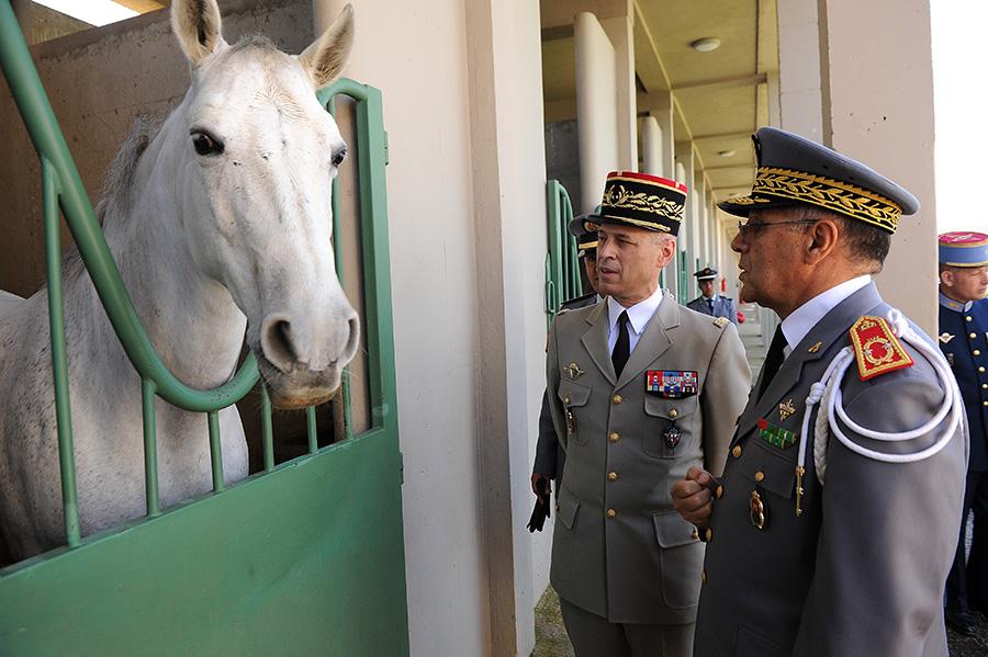 Coopération militaire Maroco - Française  - Page 3 EMIA-la-promotion-General-Delayen-au-Maroc-sur-les-traces-de-son-parrain-Mai-2015-Photo-22-C-Driss-BENMALEK