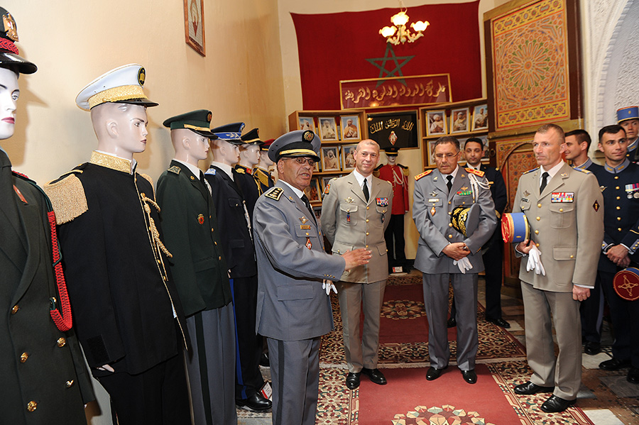 Coopération militaire Maroco - Française  - Page 3 EMIA-la-promotion-General-Delayen-au-Maroc-sur-les-traces-de-son-parrain-Mai-2015-Photo-25-C-Driss-BENMALEK