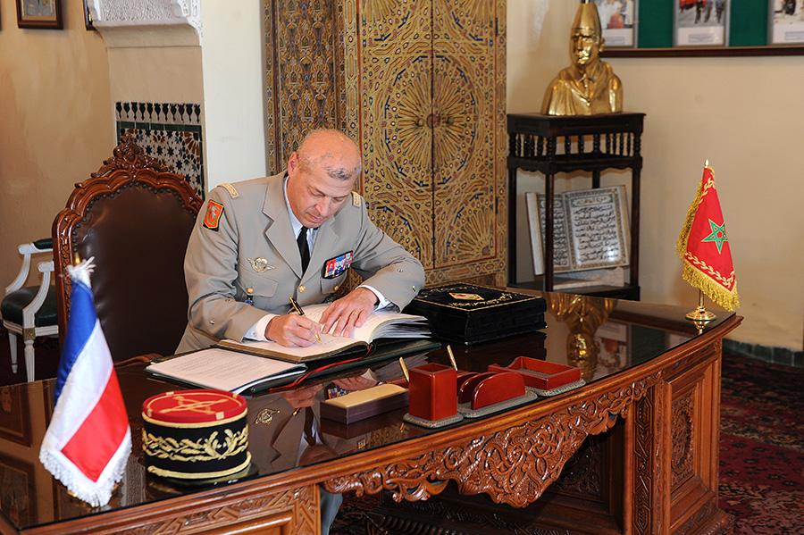 Coopération militaire Maroco - Française  - Page 3 EMIA-la-promotion-General-Delayen-au-Maroc-sur-les-traces-de-son-parrain-Mai-2015-Photo-26-C-Driss-BENMALEK