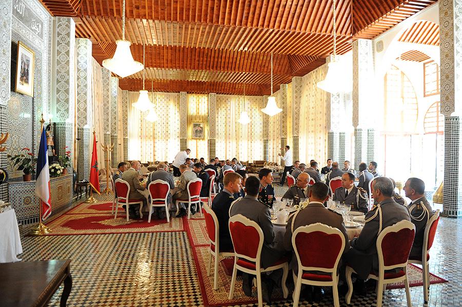 Coopération militaire Maroco - Française  - Page 3 EMIA-la-promotion-General-Delayen-au-Maroc-sur-les-traces-de-son-parrain-Mai-2015-Photo-30-C-Driss-BENMALEK
